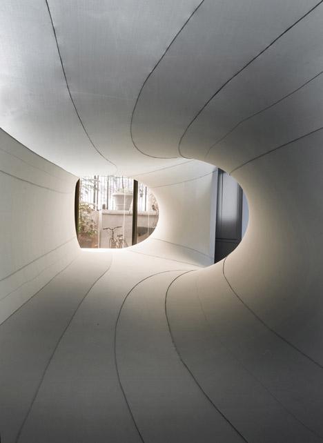 Suspense-Immersive-Fabric-Installation-by-Sophia-Chang_dezeen_14